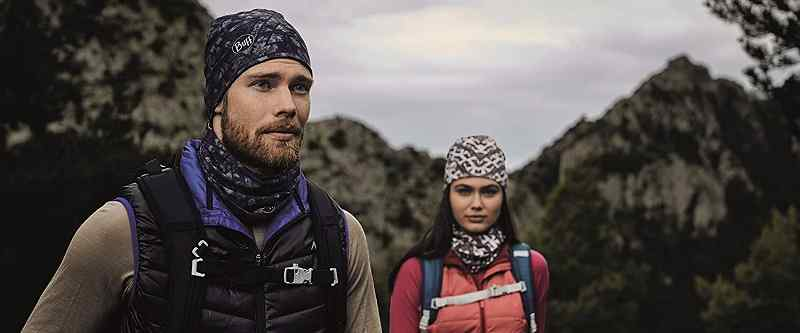 montañistas con gorro de lana merino