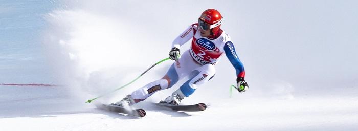 esquiador profesional nieve